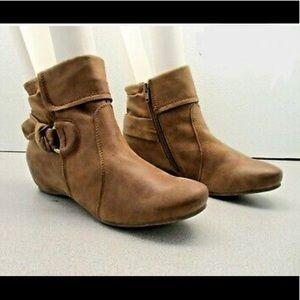 Baretraps Hailie Women's Leather Ankle Booties